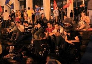 Под Украинским домом продолжается митинг противников языкового закона