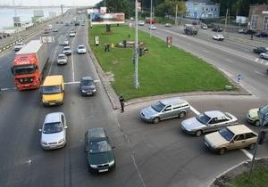 Азаров обещает построить в Украине европейские дороги  с запада на восток и с юга на север  до 2013 года