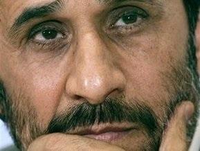 Ахмадинежад поздравил британцев с Рождеством. В Великобритании разгорелся скандал