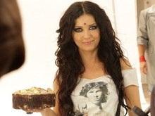 Певица Lama забросала операторов кремовыми тортами