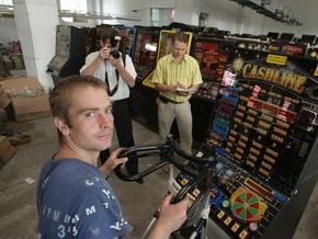 Корреспондент: Игорный бизнес ушел в подполье