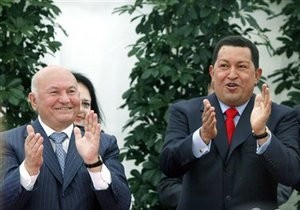Лужков получил ключи от столицы Венесуэлы