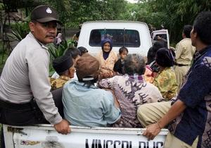 В Индонезии произошло 11 землетрясений, страна готовится к извержению вулкана и цунами