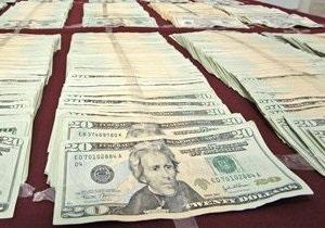 Доллар на межбанке подешевел под давлением регулятора