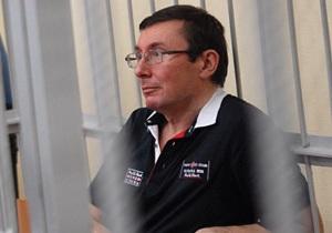 Суд оставил Луценко под арестом