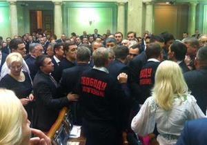 Оппозиция вступила в схватку за карточки Табаловых - Рада - Табаловы
