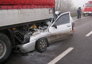 В Ровенской области водитель автомобиля ВАЗ погиб после столкновения с грузовиком