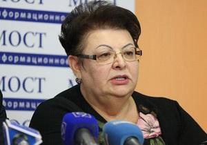 В Днепропетровской области совершено нападение на автомобиль родственницы Тимошенко, направлявшейся на митинг в Киев