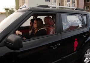 Женщины за рулем ругаются чаще мужчин - опрос