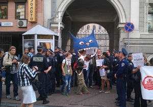 Город не продается. Активисты Гостиного двора блокировали черный вход в Киевсовет