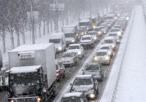 В Киеве из-за снегопада произошли десятки ДТП
