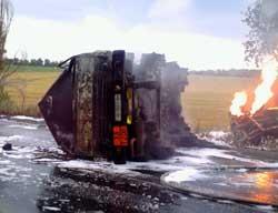В Донецкой области молния попала в бензовоз: погиб водитель