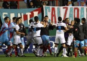 В Аргентине футболисты устроили массовую драку из-за мяча