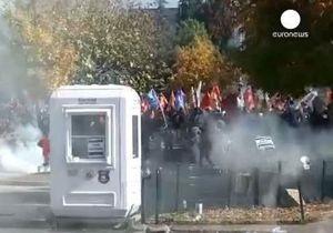 В Турции полиция разогнала толпу демонстрантов