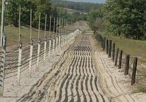 Украинские пограничники объясили, почему на границе с Россией появилась колючая проволока