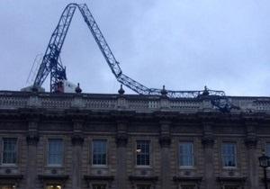 На здание канцелярии премьер-министра Великобритании упал строительный кран