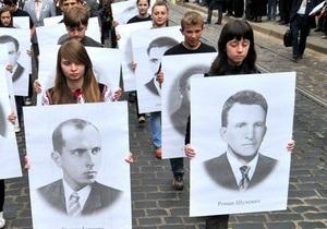 Сын Шухевича намерен через суд вернуть отцу звание героя