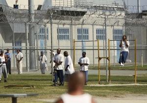 Четверо американских заключенных сбежали с помощью дыры в душевой - новости сша