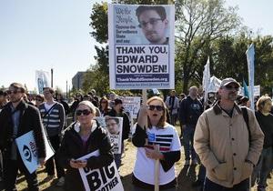 Хватит шпионить. Сторонники Сноудена протестовали против слежки спецслужб сегодня в Вашингтоне