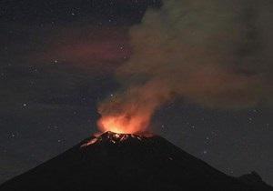 В Италии вулкан Этна вновь возобновил свою активность