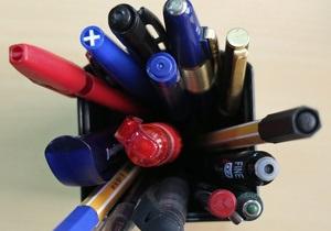 В Днепропетровске ради подписания соглашения с ЕС собирали ручки для Януковича