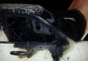 Неизвестные сожгли лимузин в центре Харькова