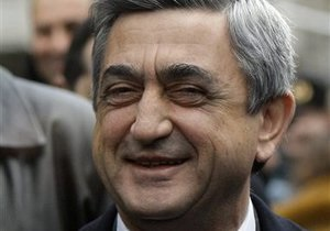Армения приостановила дипотношения с Венгрией