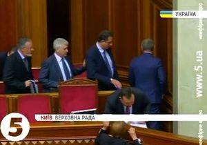 Министры покинули Раду под крики Отставка