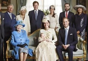 Редкий кадр. Первый снимок Елизаветы II с тремя наследниками