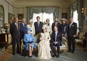 Опубликовано официальное фото королевы Елизаветы II с тремя будущими монархами