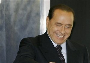 Бывший глава МИД Италии призвал Берлускони уйти в отставку