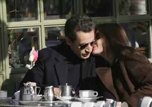 Французская полиция решила выяснить, кто распускал слухи о разрыве Саркози и Бруни