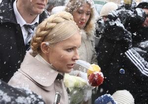 Тимошенко призвала всех пользоваться Twitter и Facebook