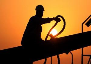 Мировые цены на нефть возобновили рост из-за продолжающихся боев в Ливии