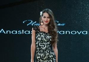 Вице-Мисс Вселенная-2011 впервые после травмы вышла на подиум в Одессе