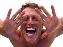 Ученые выяснили, почему мужчины смешливее женщин