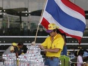 В аэропортах Бангкока ввели режим чрезвычайного положения