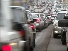 На украинско-польской границе стоят километровые очереди автомобилей