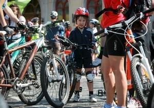 Велосипедисты - Азаров - Янукович - Более двух тысяч велосипедистов передали свои требования Януковичу и Азарову