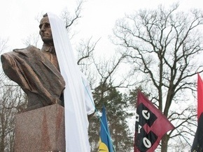 Памятник Шухевичу открыли на месте его гибели возле Львова