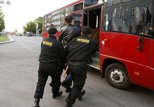 Белорусские власти пригрозили военным призывом участникам молчаливых протестов