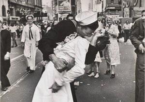 Умерла целующаяся медсестра со знаменитой фотографии 1945 года
