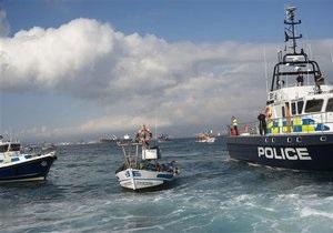 Испанские рыбаки провели акцию протеста у Гибралтара