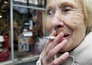 Болгария смягчила запрет на курение, опасаясь оттока туристов