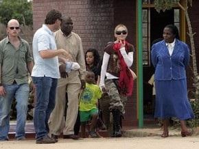Суд перенес решение об удочерении Мадонной девочки из Малави