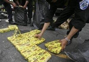 Колумбийские военные обнаружили тайник с почти двумя тоннами кокаина