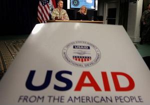 Клинтон просит продлить срок работы USAID в России