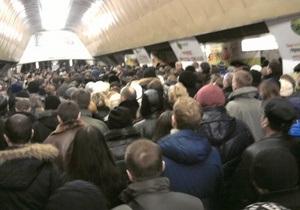 В Киеве на пересадочной станции метро не работали эскалаторы