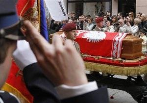 Гробы с телами супругов Качиньских доставлены в замок Вавель