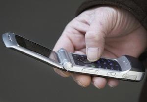 Вполовину больше телевизоров и в 16 раз больше телефонов: Азаров рассказал, как выросли расходы населения